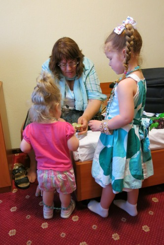 Back at their hotel, the girls had fun playing with Aunt Trycia's jewelry